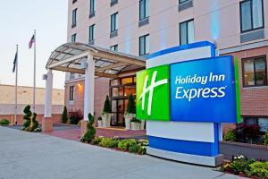 Holiday Inn Express Brooklyn, an IHG hotel