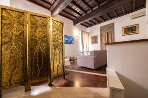 Magenta Luxury Crociferi 2 - abcRoma.com