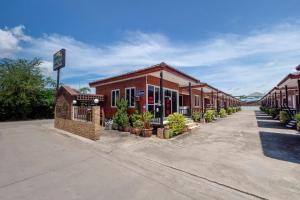 OYO 1166 Train Way Resort