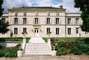 Location gîte, chambres d'hotes Chateau De Mesnac dans le département Charente 16
