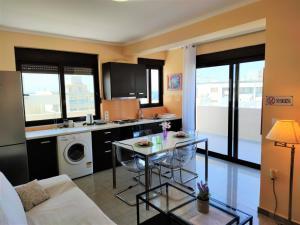 2. My entire beach apartment in Rhodes centre! in Rhodos