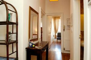 SPECIAL PRICES Beautiful spacious apartment Free parking and free Sanitizer