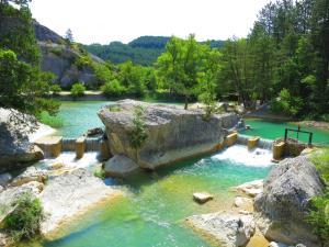 Location gîte, chambres d'hotes Camping Le Lac Bleu dans le département Drôme 26