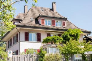 Gästehaus Sonne - Accommodation - Zuchwil