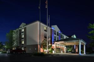 Holiday Inn Express Hotel & Suites Milwaukee-New Berlin, an IHG Hotel