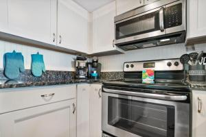 Ocean View Condo, Private Porch, Heated Pool and Hot Tub, Case vacanze  Coquina Gables - big - 27