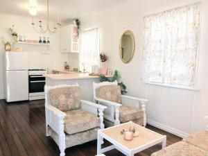 Boutique vintage styled unit, metres from beach