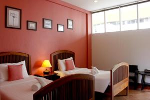 Feung Nakorn Balcony Rooms and Cafe, Отели  Бангкок - big - 9