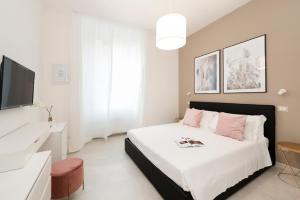 White Flat Santa Croce