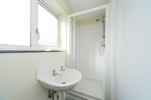 Ensuite Room in Nice Part of Hull Quick Central