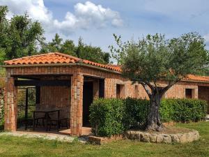 Complejo Turístico Las Cañadas, Casas de Campo y Bungalows, Villaggi turistici  Baños de Montemayor - big - 3
