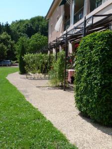 Location gîte, chambres d'hotes Hôtel La Terrasse dans le département Rhône 69