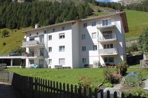 Apartment Beeli - Hotel - Splügen