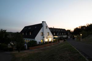 Kauzenburg mit Landhotel