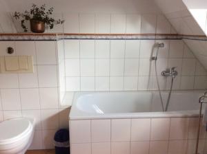 Der Warstathof Fewo 1 Lueneburger, Apartmány  Neuenkirchen - big - 7