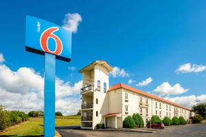 Motel 6-Hazelwood, MO
