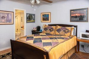 Cypress Fairway Village - Apartment - Wimberley