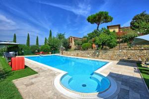 San Gimignano Apartment Sleeps 2 Pool Air Con WiFi - AbcAlberghi.com
