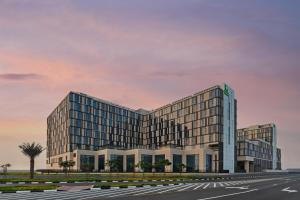 Holiday Inn Dubai Al-Maktoum Airport, an IHG hotel