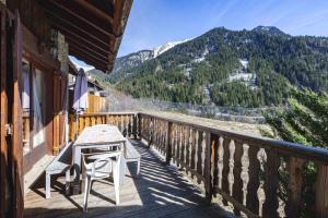 Chalet de 3 chambres a Champagny en Vanoise avec magnifique vue sur la montagne jardin amenage et WiFi