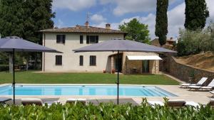 San Gimignano Apartment Sleeps 5 Pool Air Con WiFi - AbcAlberghi.com