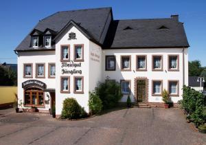 Gästehaus Weingut - Fröhliches Weinfass - Föhren