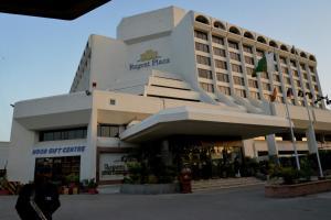 Regent Plaza Hotel & Conventio..
