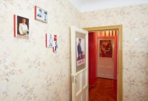 Twin Room with Shared Bathroom Retro Moldova Hostel