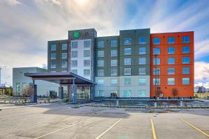Holiday Inn Express & Suites - Calgary Airport Trail NE, an IHG Hotel
