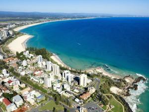 Maybury unit 1 - 70 Metres walk to Rainbow Bay beach, Coolangatta