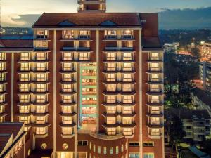 Mövenpick Hotel & Residences N..