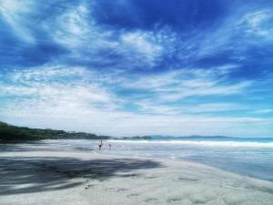 Great Designed Ocean and Mountain view Condo Tres Vista, Dovolenkové domy  Playa Flamingo - big - 37