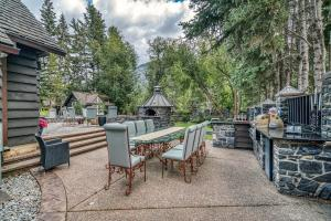 An oasis along the Bow River in Banff - Hotel