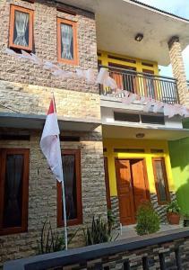 Homestay Kuning Ceria - Murah, Akses kota & wisata