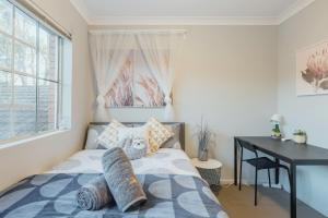 Quiet Private Room in Kingsford near UNSW, Light railway&bus 4 - ROOM ONLY