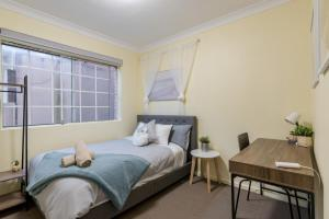 Quiet Private Room in Kingsford near UNSW, Light railway&bus G4 - ROOM ONLY