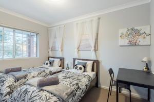 Quiet Private Room in Kingsford near UNSW, Light railway&bus 6 - ROOM ONLY