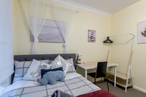 Quiet Private Room in Kingsford near UNSW, Light railway&bus G2 - ROOM ONLY