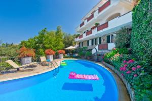 Marina di Puolo Villa Sleeps 10 with Pool and Air  - AbcAlberghi.com