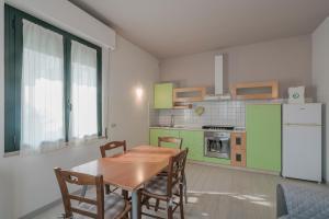Villa Natalina - a 100 metri dalle Terme Virgilio - AbcAlberghi.com