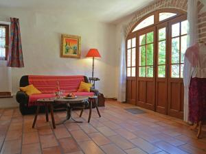 Location gîte, chambres d'hotes Quaint Villa with Garden in Bagard France dans le département Gard 30