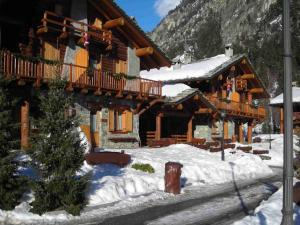 Stunning Apartment in Antey-Saint-Andre near Ski Lift