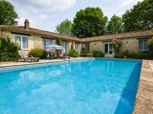 Location gîte, chambres d'hotes charming cottage with a swimming pool dans le département Deux Sèvres 79