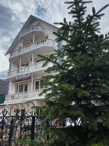 Гостиница Снежная королева, Домбай