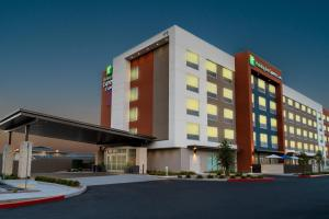 Holiday Inn Express & Suites - Las Vegas - E Tropicana, an IHG Hotel
