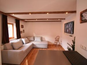 Cozy Chalet in St Johann in Tirol with Private Garden - Hotel - Alpendorf