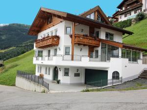 Alpine Apartment in Landeck with Balcony - Hotel - Landeck