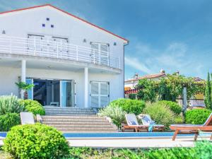 Luxurious Detached Villa in Liznjan with Swimming Pool