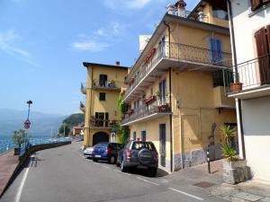 Lovely Apartment in Vello near Lake - AbcAlberghi.com