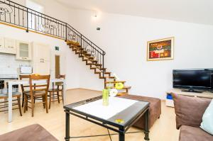 A2- Dream, separate entrance, in A Stone-built House, close to the Sunset beach